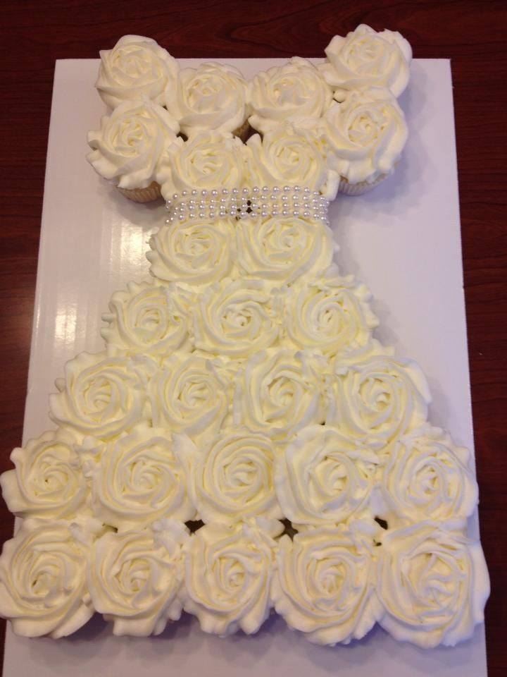 cupcake arranged like a wedding dress | Cupcake wedding dress! Yay ...