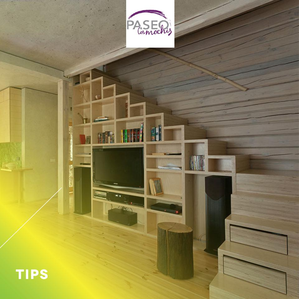 si debajo de tus escaleras tienes espacio puedes crear On estantes para bajo escalera