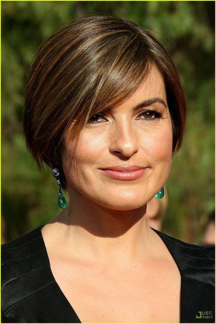 12 Short Hairstyles for Round Faces: Women Haircuts