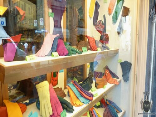 Gloves in Florence, Italy - so want to shop here!