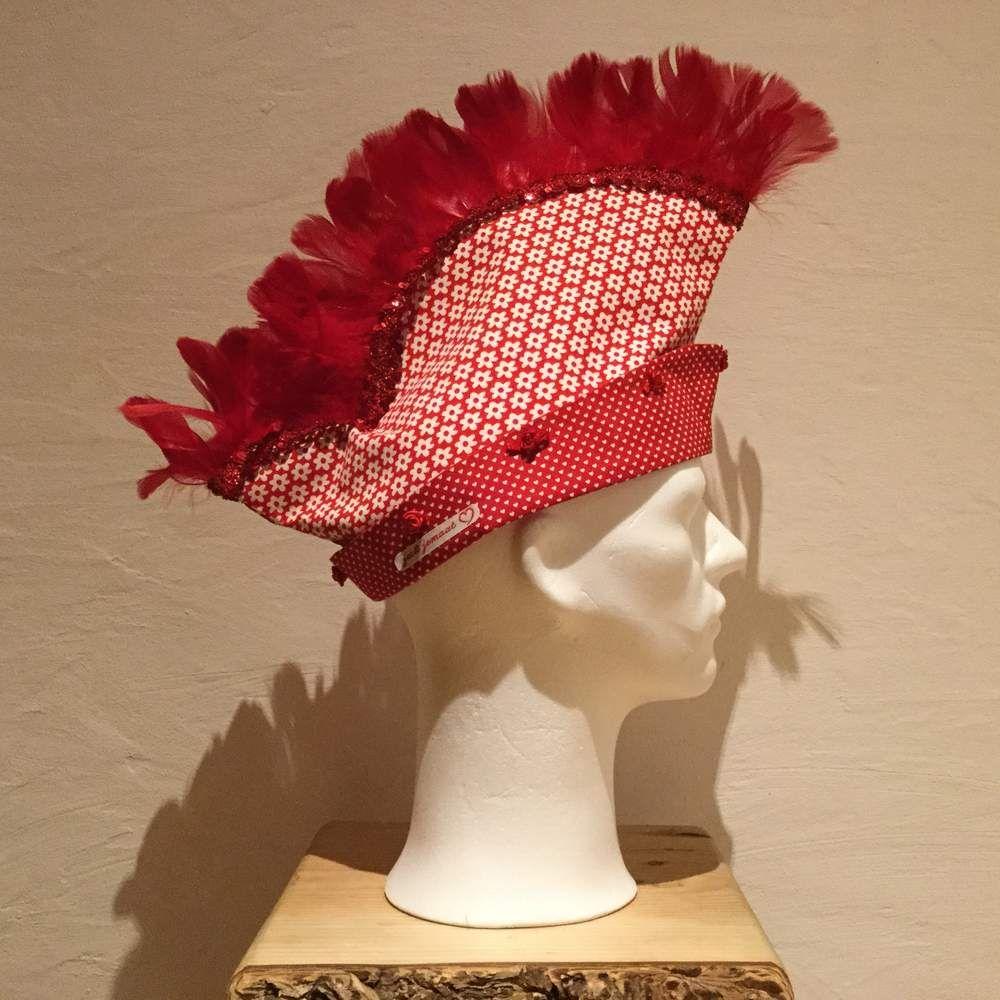 Haarschmuck & Kopfputz – Narrenkappe mit roten Federn – ein Designerstück von j…