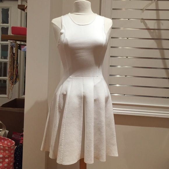 NWT PARKER Dress size medium Gorgeous white dress from Parker. Has a small keyhole detailing on the back. Size medium Parker Dresses