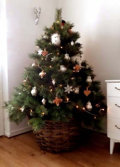 julgran i korg