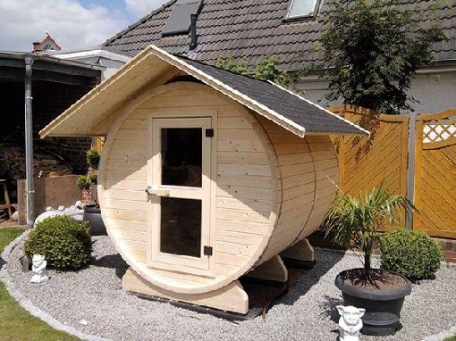 mit der fass sauna wird wellness sogar auf kleinstem raum m glich pinterest. Black Bedroom Furniture Sets. Home Design Ideas