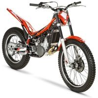Beta Evo 300 2 tiempos. Modelo 2012    MOTOR: 2 tiempos  CILINDRADA: 300cc  CAMBIO: 6 velocidades  ALTURA ASIENTO: 660mm  PESO: 69 Kg.  CAPACIDAD DEPÓSITO GASOLINA: 2,6l. (0,5l.)  NEUMÁTICOS: Ant. 2.75-21, Post. 4.00-18