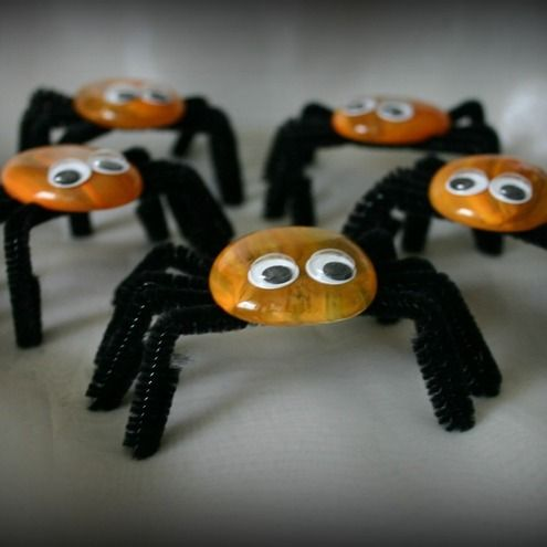Big bright orange bodies and long black hairy legs make these a perfect little fright for Halloween!     The measure approx 35 to 40mm in height x approx 80mm in width and the have a little wobble about them!