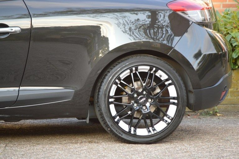 """renault megane iii coupe with 18"""" oxigin rims 