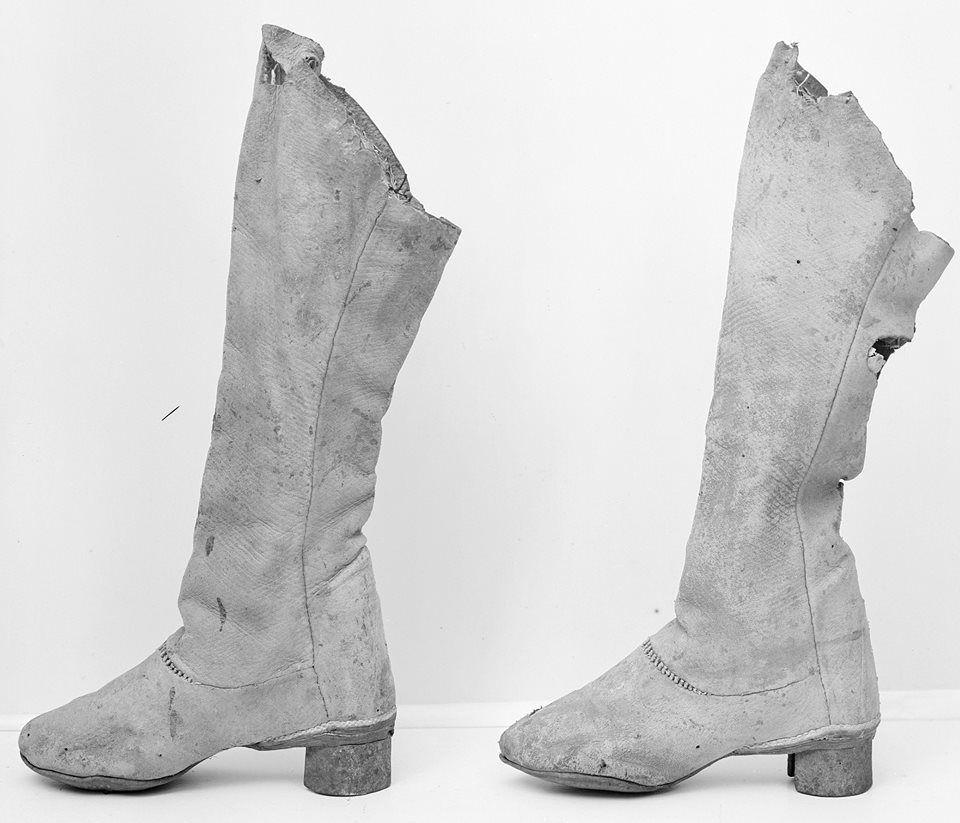 Buty Polskie Xvii W W Zbiorach Szwedzkich Https Www Facebook Com Photo Php Fbid 1205307656146510 Set A 12053075094 Century Shoes 17th Century Fashion Boots