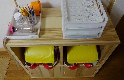 ランドセルや教科書ノートの置き場 棚 は安く節約できる 我が家の双子の場合はikeaのtraby 収納 技 棚 収納