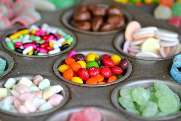 Easy Gingerbread House...organize the candy decorations on a muffin tin...genius!