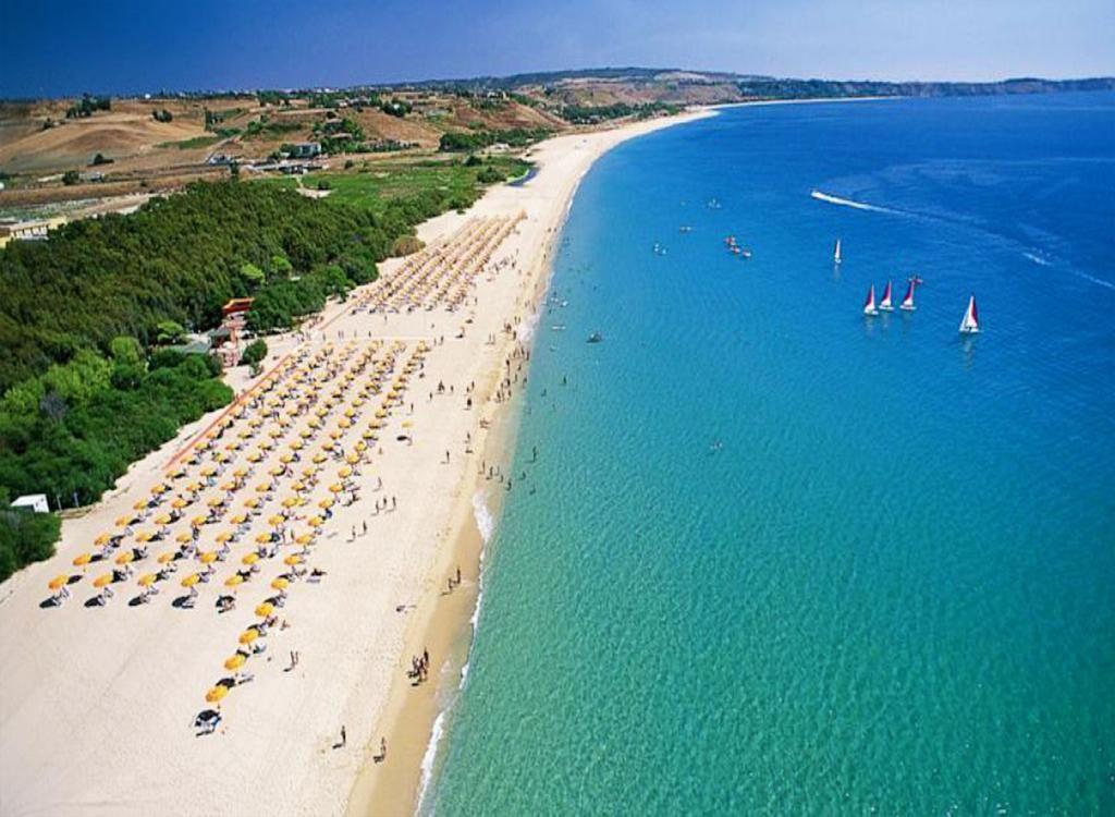 Spiaggia Praialonga Residence Barko Le Castella