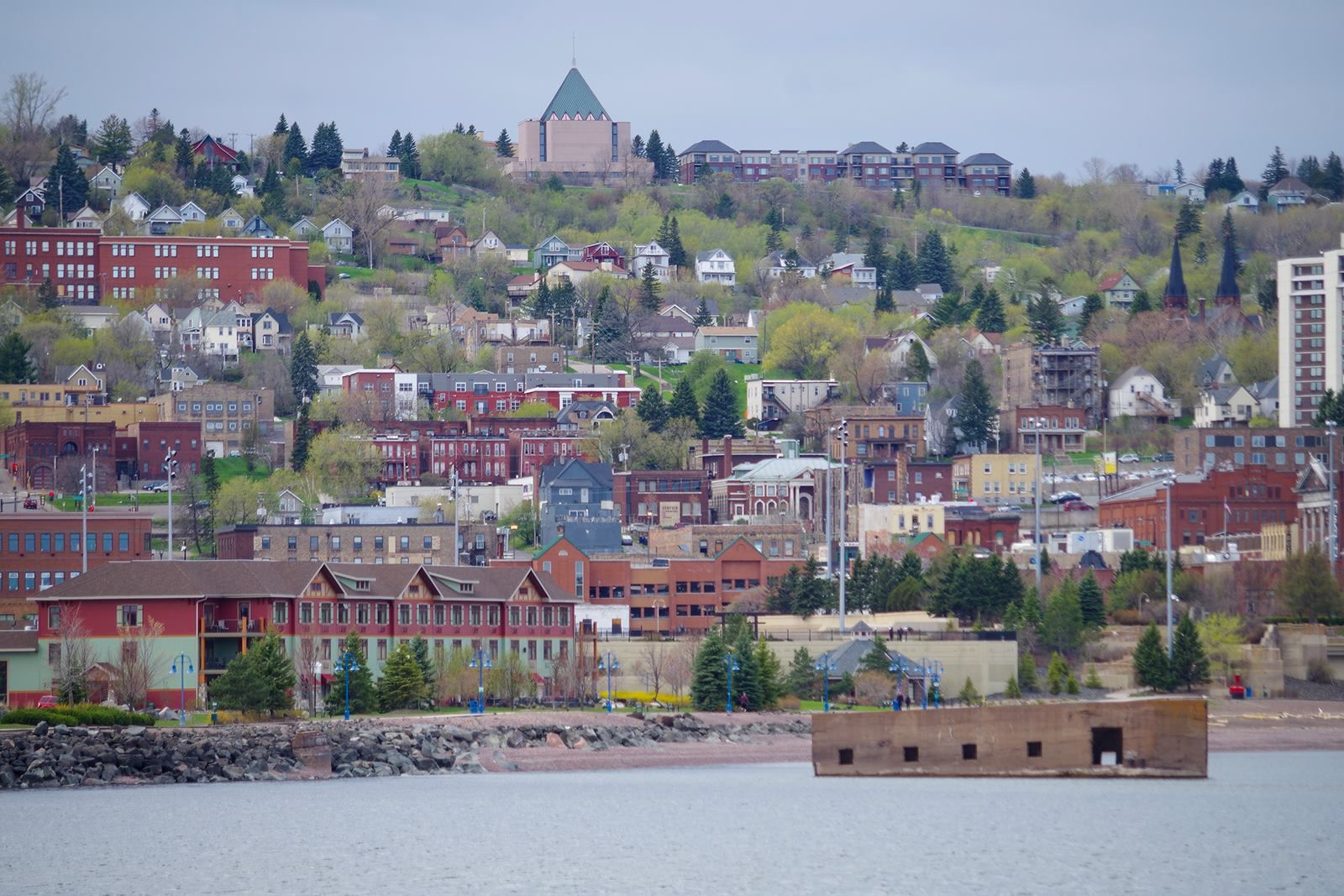 View Of The Colorful Duluth Minnesota Hillside From Canal Park On Lake Superior Lake Superior Paris Skyline Lake