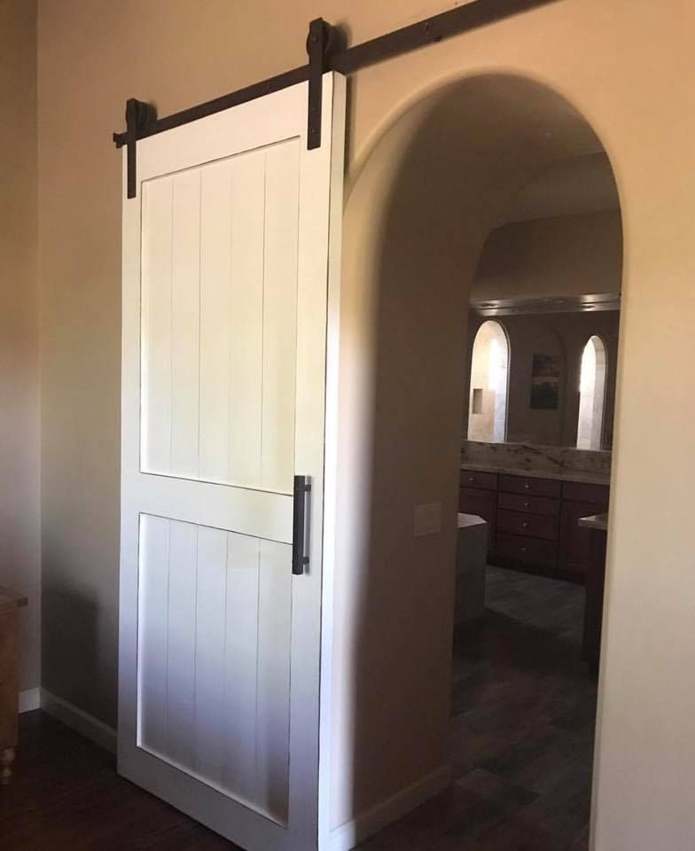 Vintage White Barn Door Thebarndoorstore Barn Barndoors Barnwood Farmhouse Farmhousestyle Farmhou White Barn Door Arched Barn Door Barn Doors Sliding