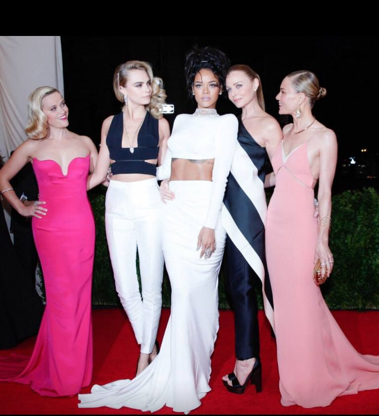 Rihanna and Cara's outfits!!! ️ ️ | Fancy dresses, Met ...