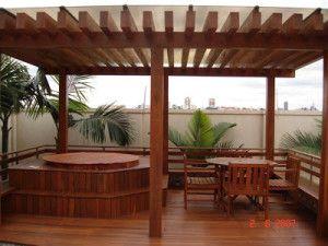 espaço de madeira para ofuro