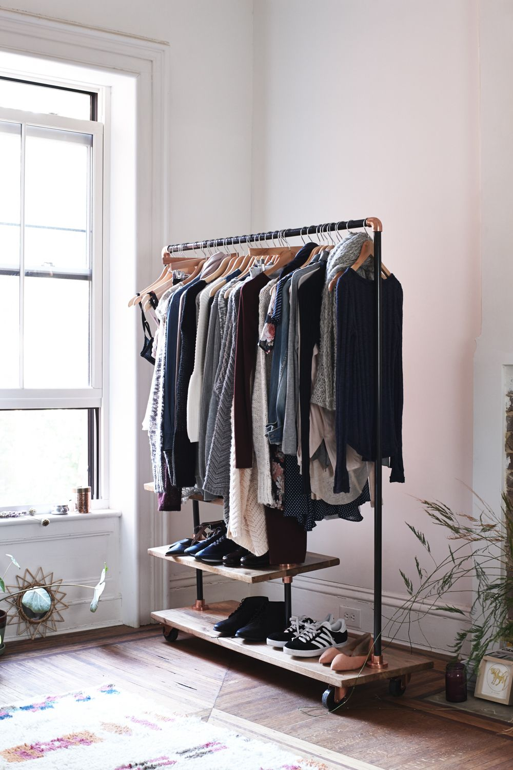 Kleiderständer Urban Outfitters Capsule Wardrobe For The Home Garderobe Vintage
