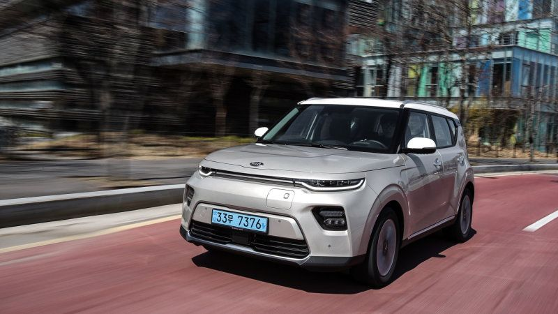 2020 Kia Soul Ev Electric Crossover Review Specs Photos And Features Kia Soul Ev Suv First Drive