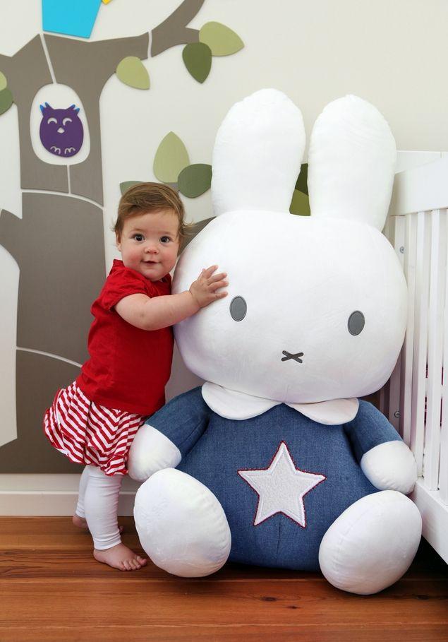 eea5e4052309b1 Nijntje knuffel 1 meter Blauw Denim, Leuke en super grote knuffel van  Nijntje, het leukste konijntje van de hele wereld! Van lekker zacht  materiaal.