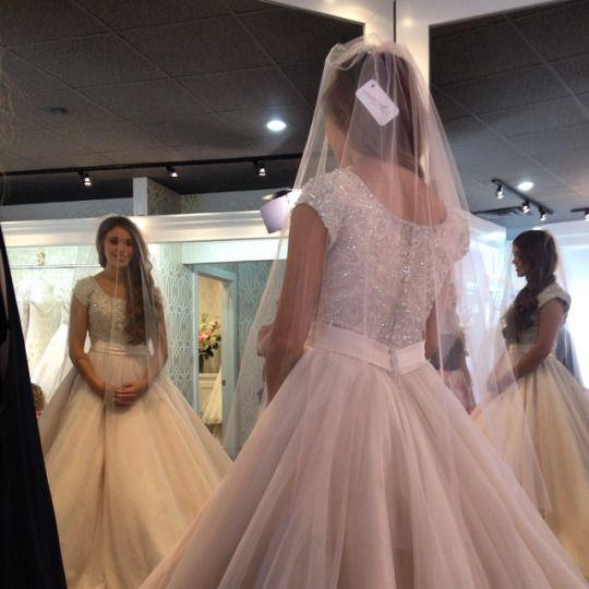 Duggar And Bates Families Jessa Duggar Trying On Wedding Dresses For Her Jessa Duggar Wedding Dress Duggar Wedding Wedding Dresses