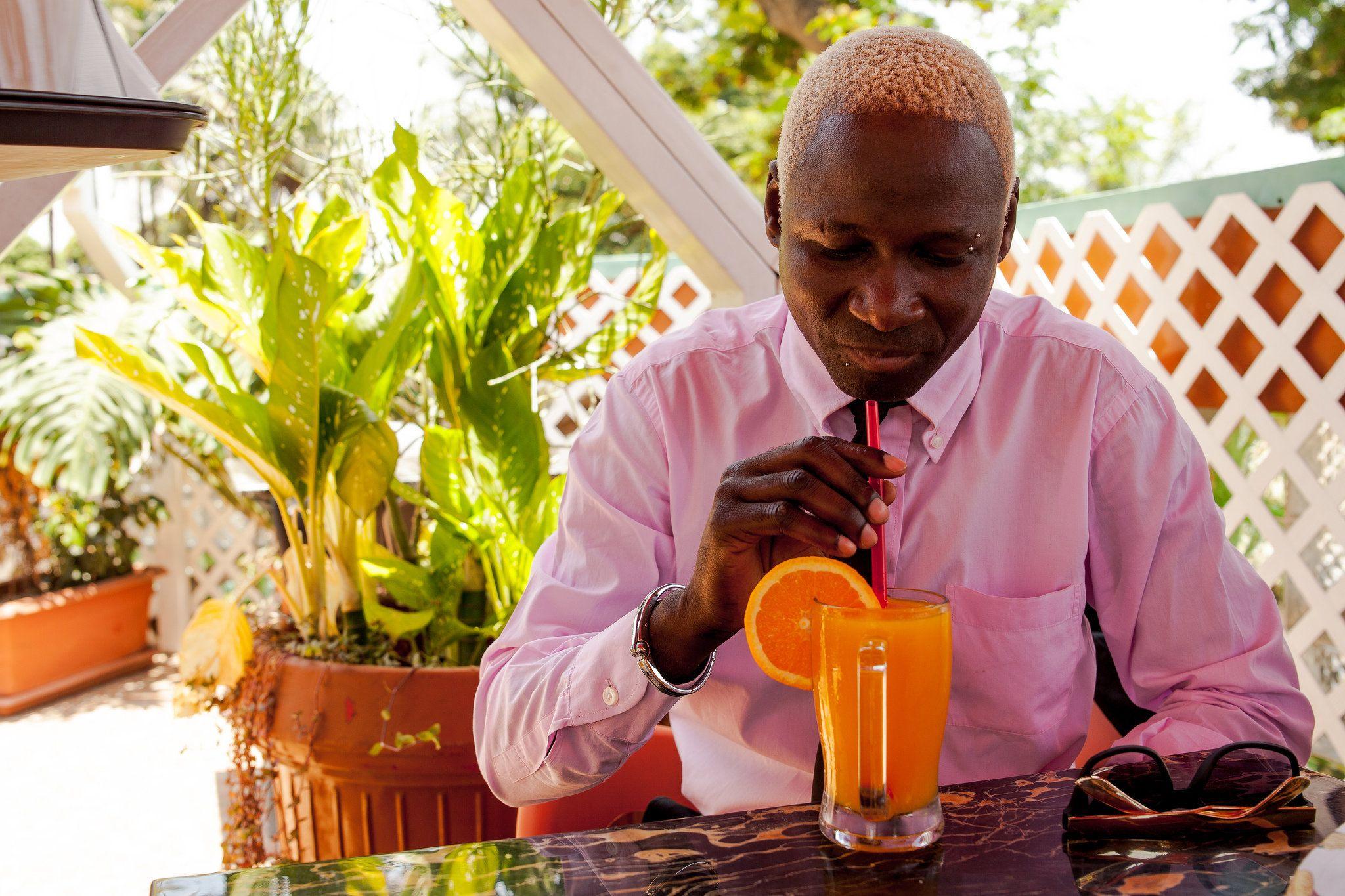 Músico Sebem regressa a Angola após 7 meses internado  http://angorussia.com/?p=19127