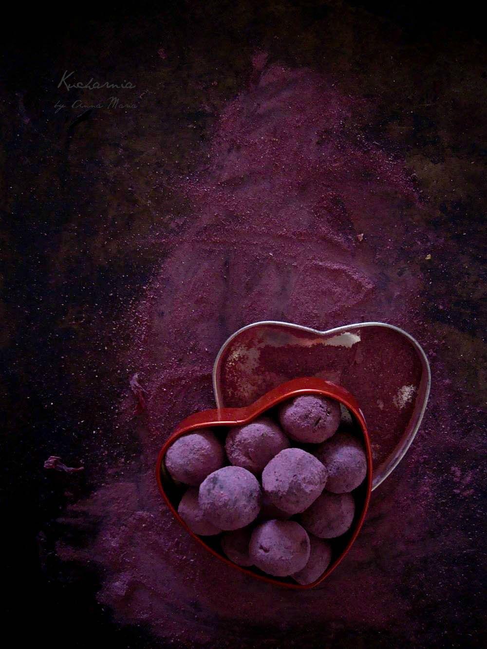 http://kucharnia.blogspot.co.uk/2014/02/afrodyzjaki-hibiskus-i-czekolada-trufle.html