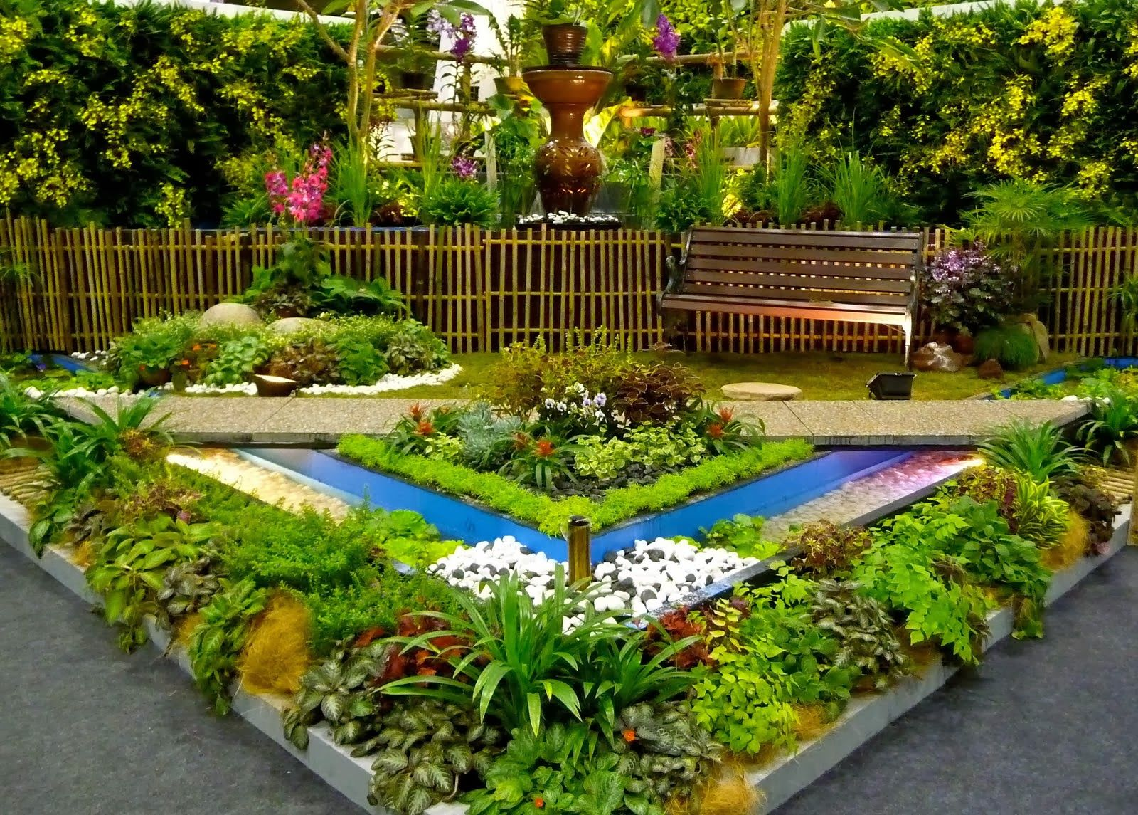 Cool Info On Small Flower Garden Design For Small Space With Wooden Bench Part 50
