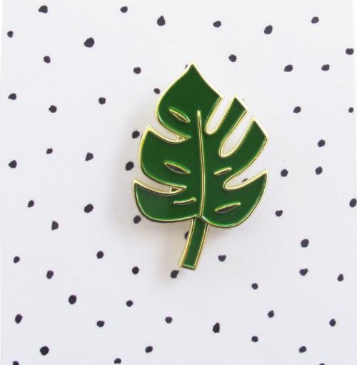 This dark green monstera leaf.