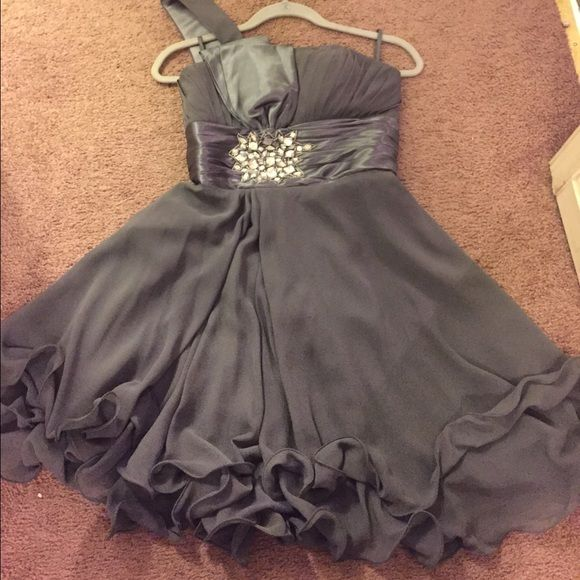 Dress that can be worn to special events! Dress I wore to my sister's wedding a few years ago. Not to grown for pre teens but in just between.. Few water spots, but nothing a dry cleaner can't fix!! Has lace in the back as well as a zipper, can wear with the bow out or tucked in. Dresses One Shoulder