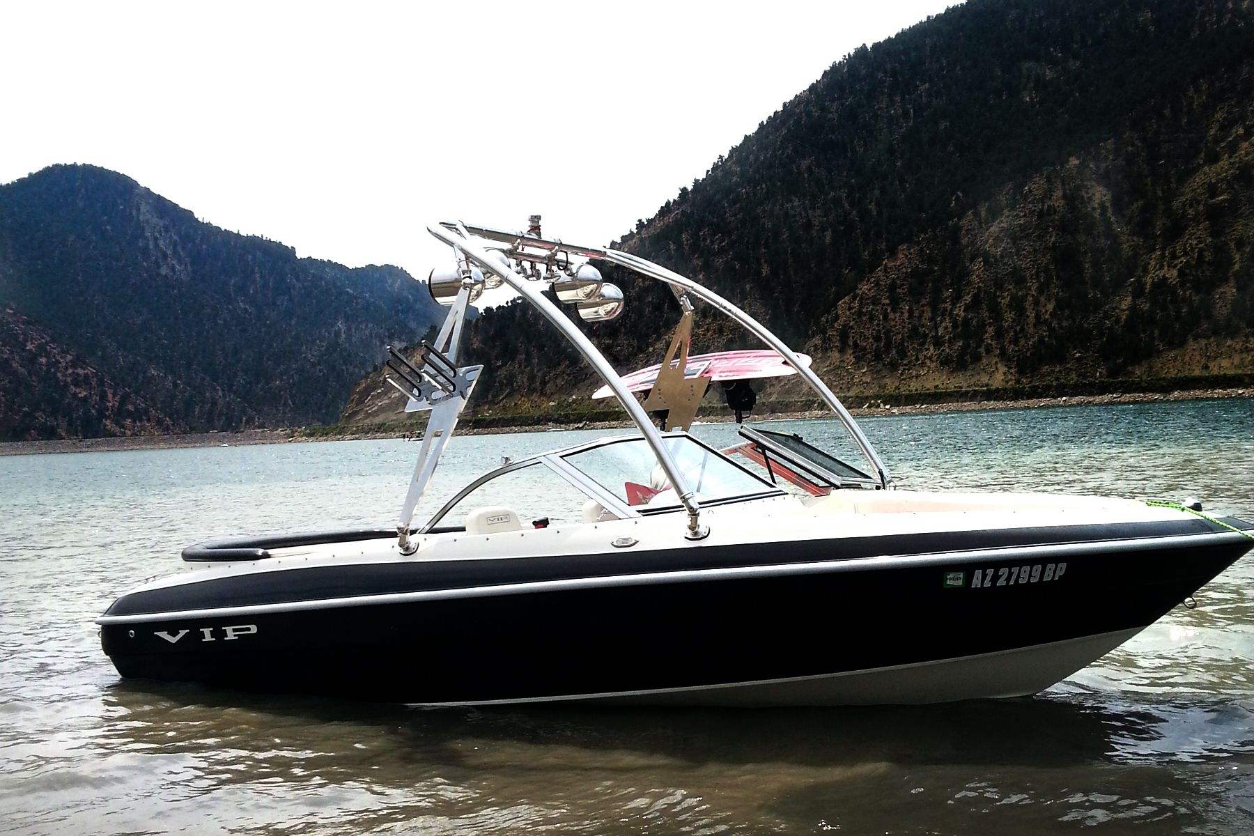 Big Air Speaker Light Bar Combo On A Storm Tower Vip Boat