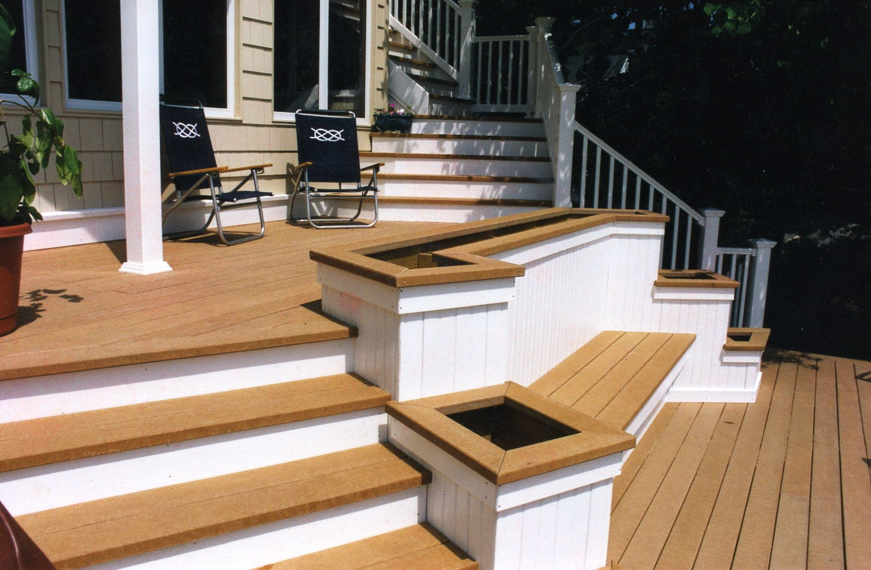 Cedar evergrain with steps and planters flower box carl for Box steps deck