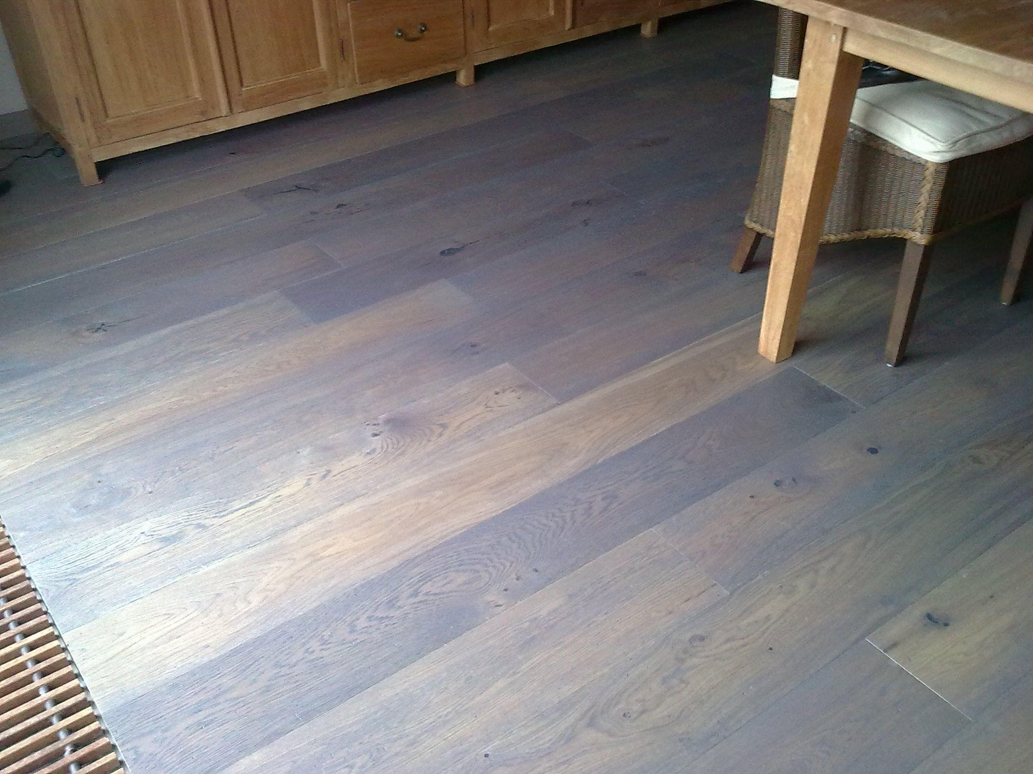 Lamett geolied en verouderd parket laminate wooden floors terras