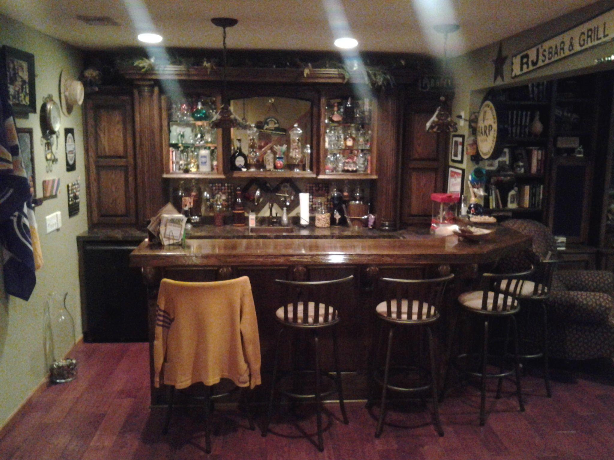 Nice home bar layout. Like the back bar. | Home bar ideas ...
