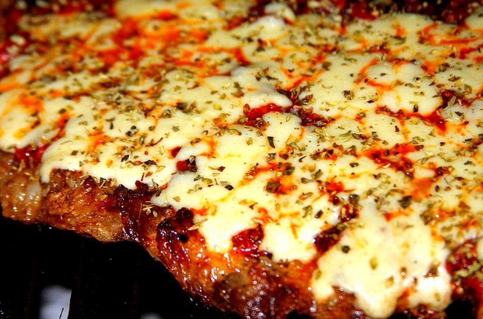 MMM.. NO TE PIERDAS ESTE Matambre a la pizza a la parrilla http://locosxlaparrilla.com/recetas/matambre-la-pizza-la-parrilla/