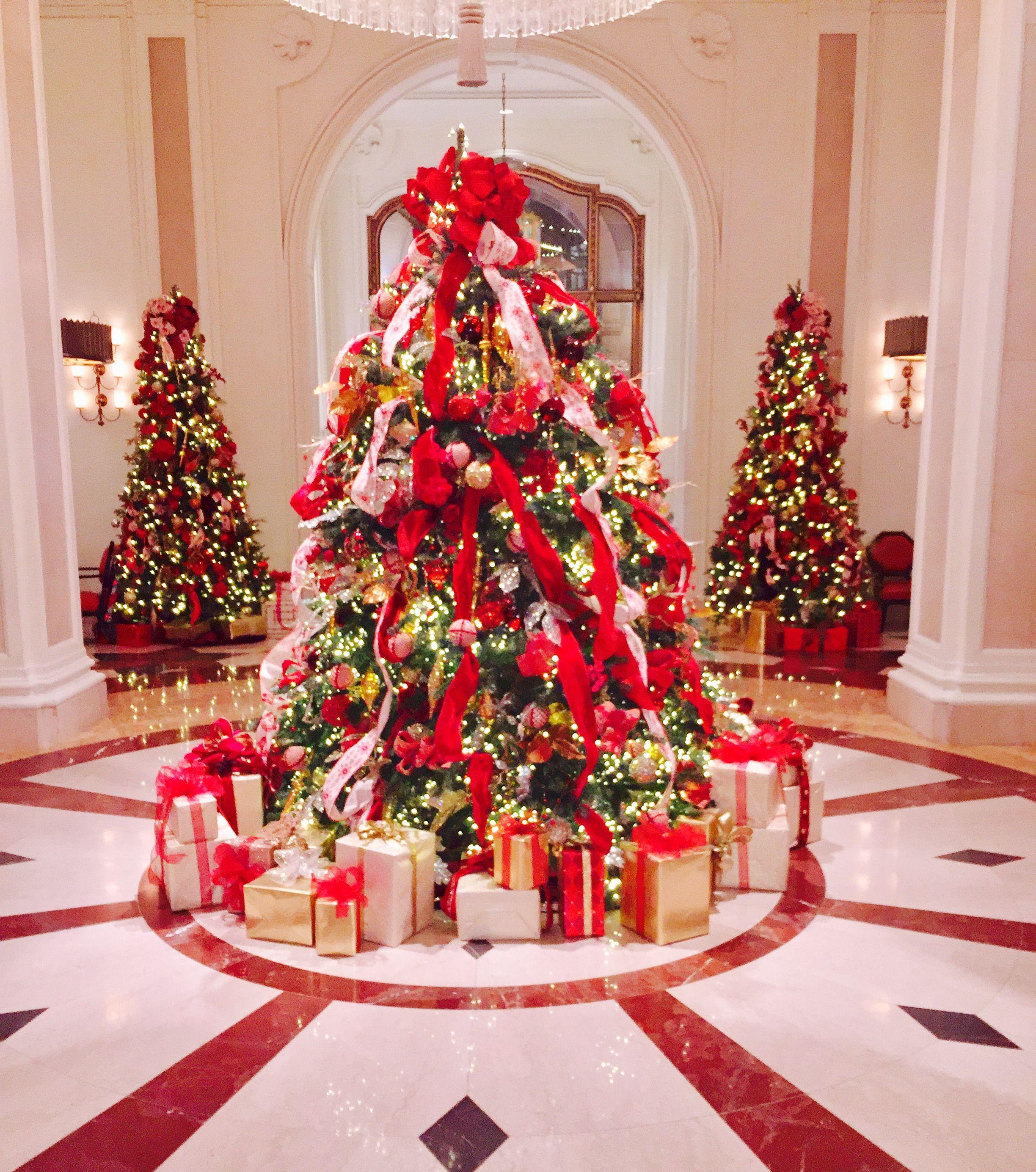 Holiday Decorations At The Beverly Wilshire Four Seasons Holiday Decor Xmas Tree Holiday
