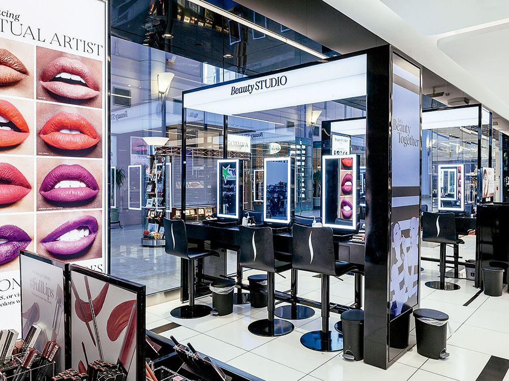 Sephora Debuts Its New Beauty Tip On Michigan Avenue Cosmetic Shop Cosmetic Store Shop Interior Design