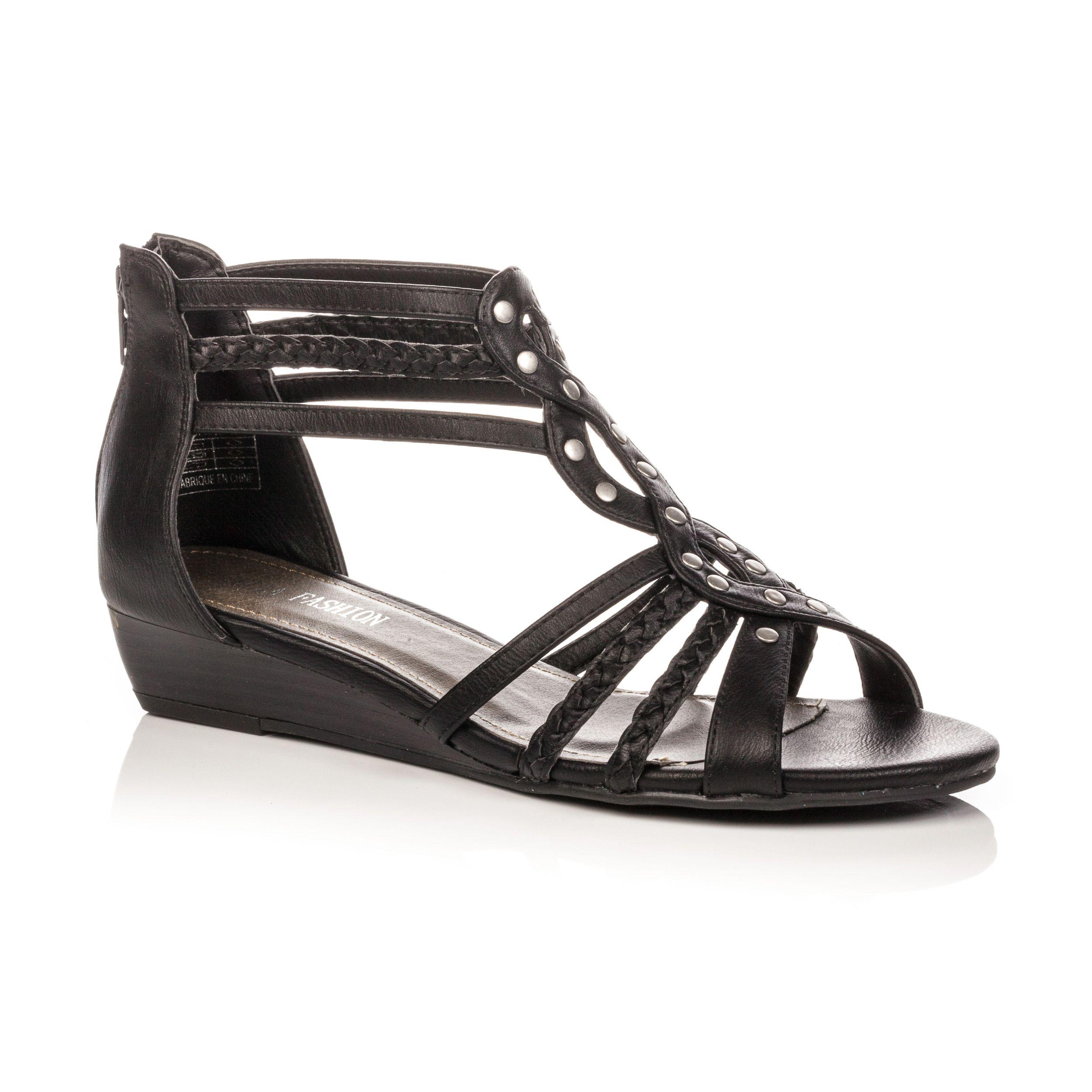 5a04ba2b6cde18 Perfectionnez votre look avec un détail clouté ! Sandales, nu-pieds, ou  mules