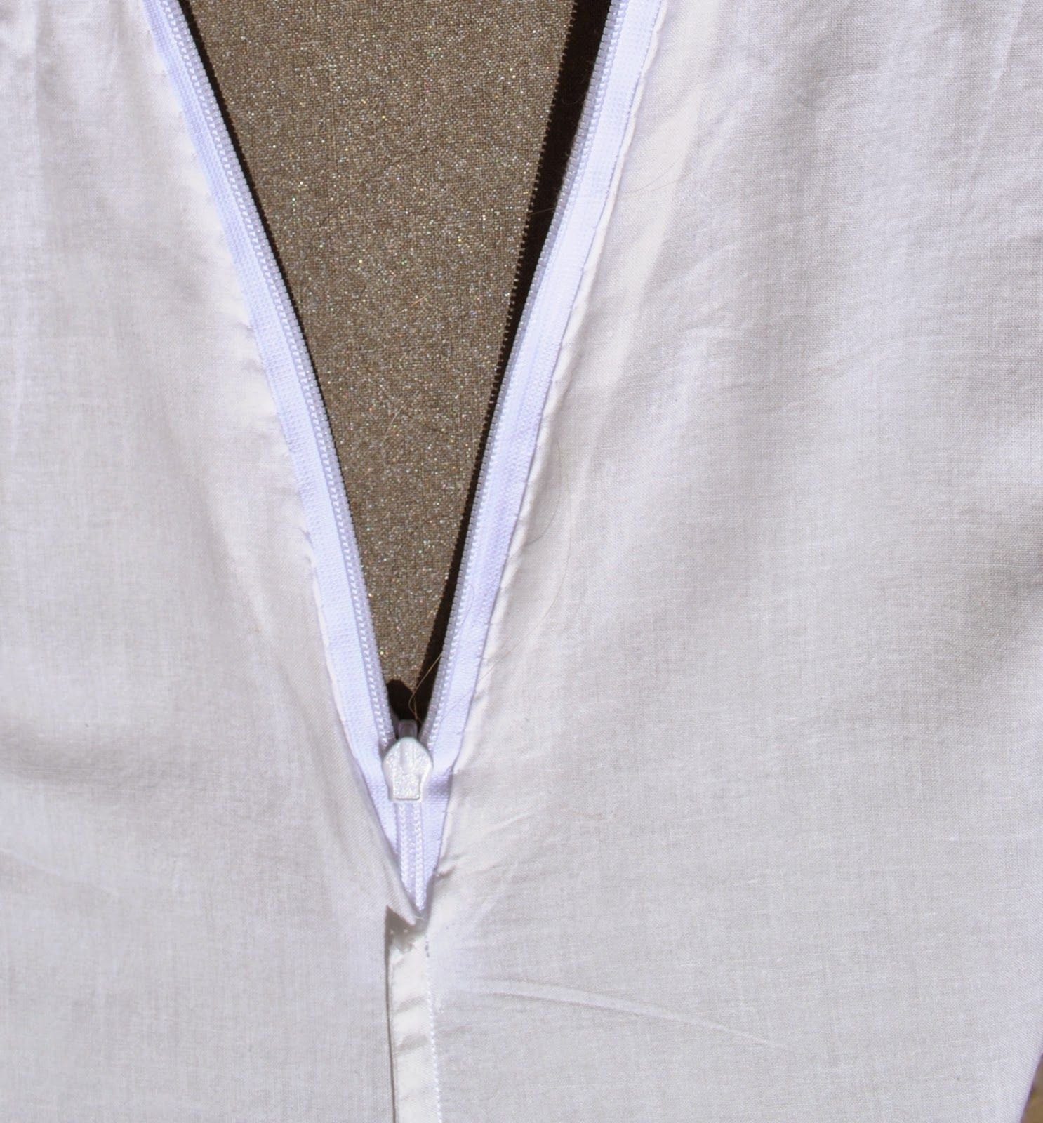 Handmade by Carolyn: Setting an invisible zip in a French