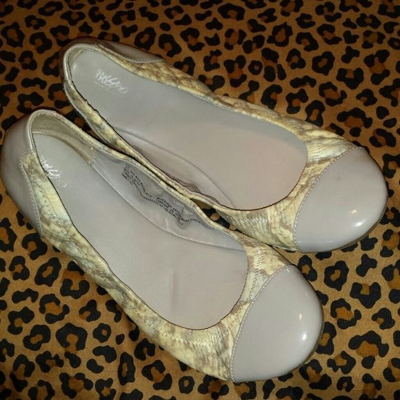 Mossimo flats Faux snakeskin gray and white mossimo flats Mossimo Supply Co Shoes Flats & Loafers