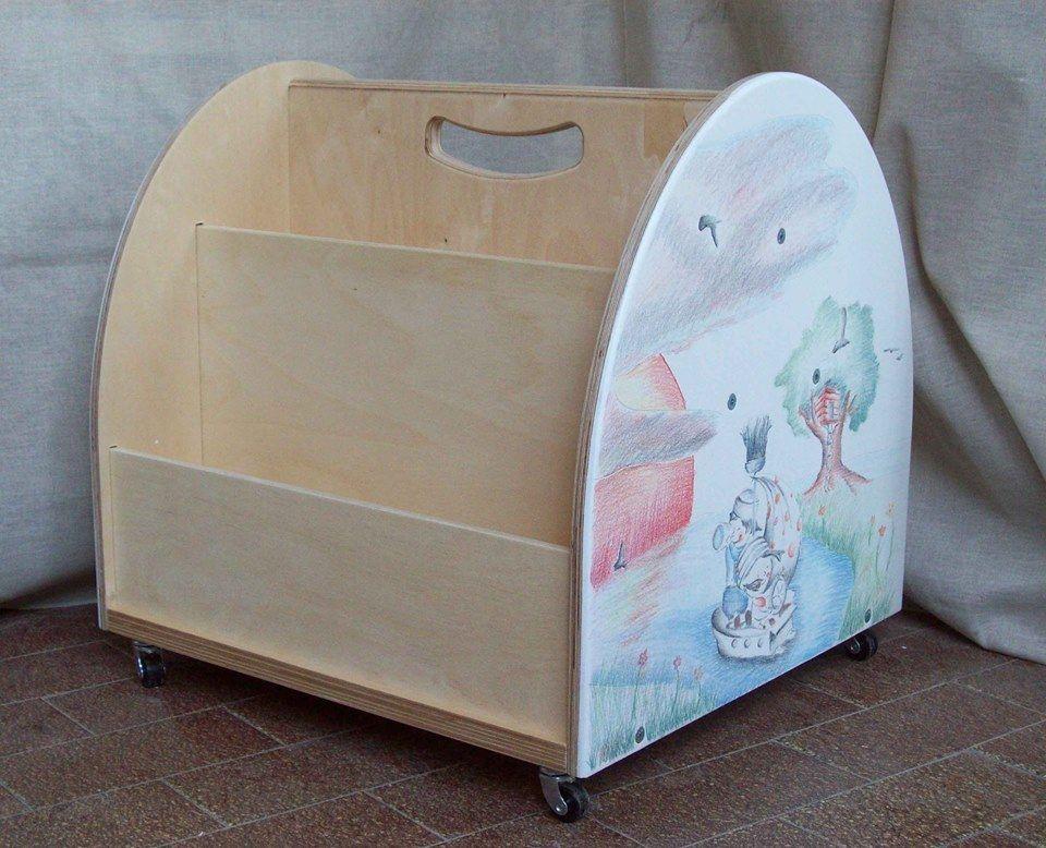 Arredamento Montessori ~ Libreria per bambini in stile montessoriano con rotelle e
