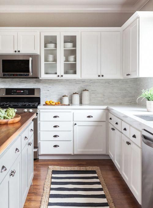 White and Wood Modern Farmhouse Kitchen Ideas - Farmhouse style kitchen, Modern farmhouse kitchens, Kitchen style, Home decor kitchen, Kitchen remodel, Farmhouse kitchen - Check out these white and wood modern farmhouse kitchen ideas! Wood always brings warmth and coziness to a white kitchen