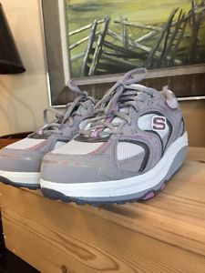 Women's Skechers Shape ups Walking Shoes Size 9.5 Mint