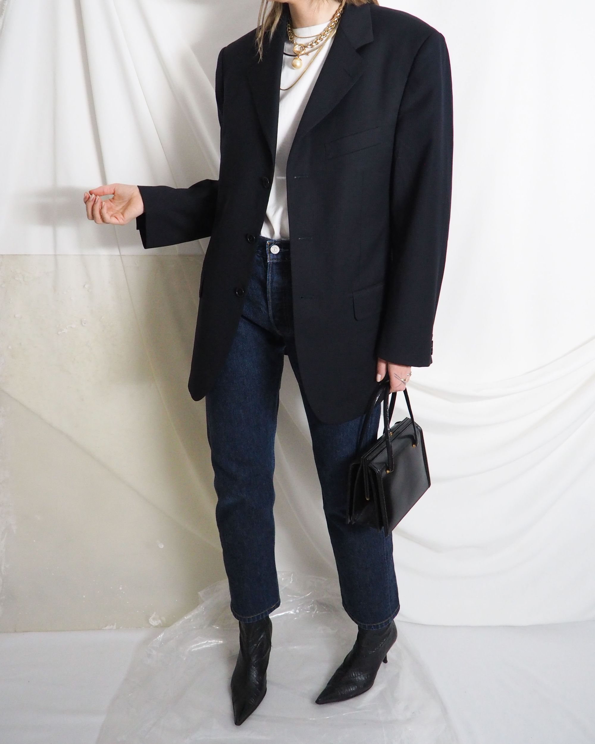 Vintage Levi S 501 With Midnight Navy Blue Blazer Leather Purse And White Tee Untitled 1991 In 2020 Vintage Outfits Vintage Clothing Online Online Shopping Clothes