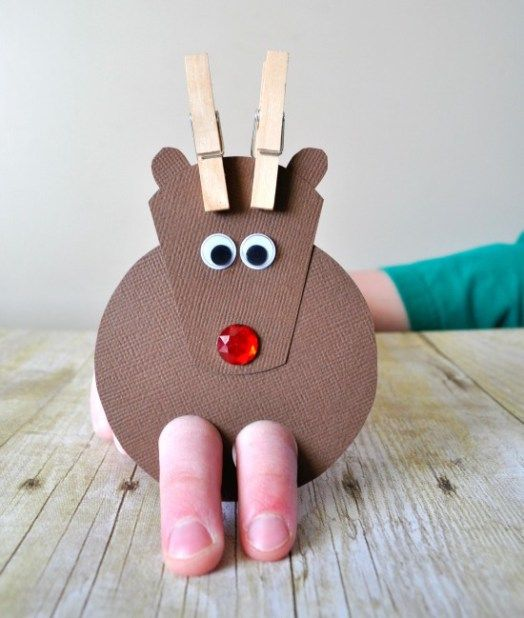 12 Super Cute DIY Christmas Crafts For Kids To Make - ZoomZee #christmascraftsforkidstomaketoddlers