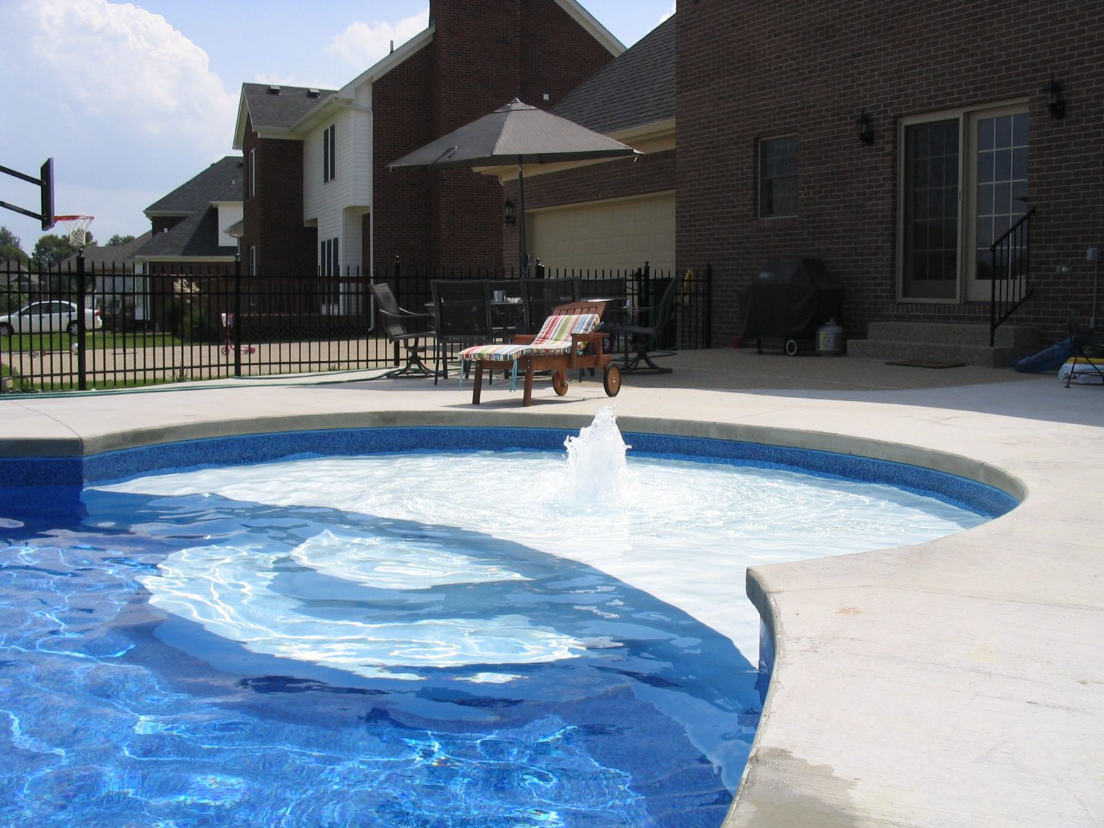 C L Vinyl Liner Pool With A Sundeck And Wedding Cake Steps Vinyl Pool Swimming Pool Designs Swimming Pools Backyard