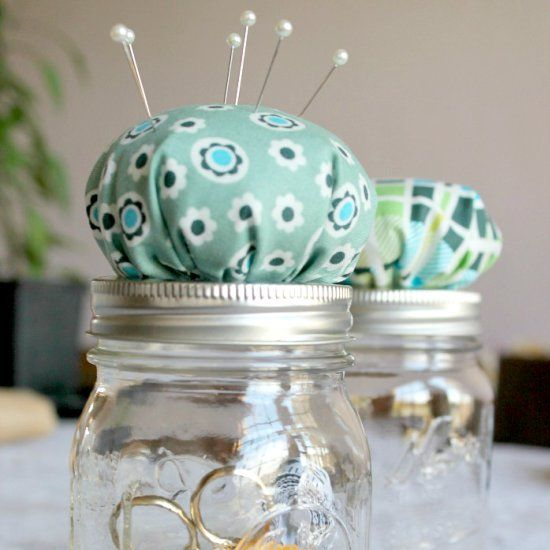 Sewers love their pincushions! Make this easy and super cute mason jar topper for yourself or a gift for a fellow needle and thread lover.