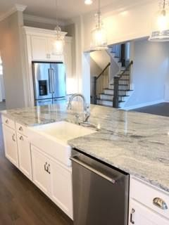 The Regal Look Of Viscount White Granite Stonemartmarblegranite Com White Granite Countertops Countertops Grey Kitchen Designs