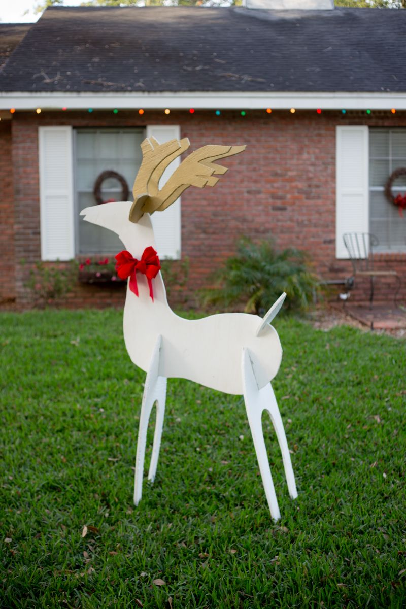 Eclectic Recipes Fast And Easy Family Dinner Recipes Wooden Yard Decorations Wooden Reindeer Diy Christmas Reindeer