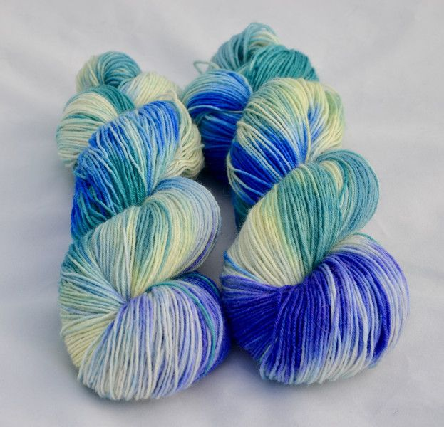 Handgesponnen & -gefärbt -  Sockenwolle handgefärbt Superwash - ein Designerstück von La-Balanguera bei DaWanda
