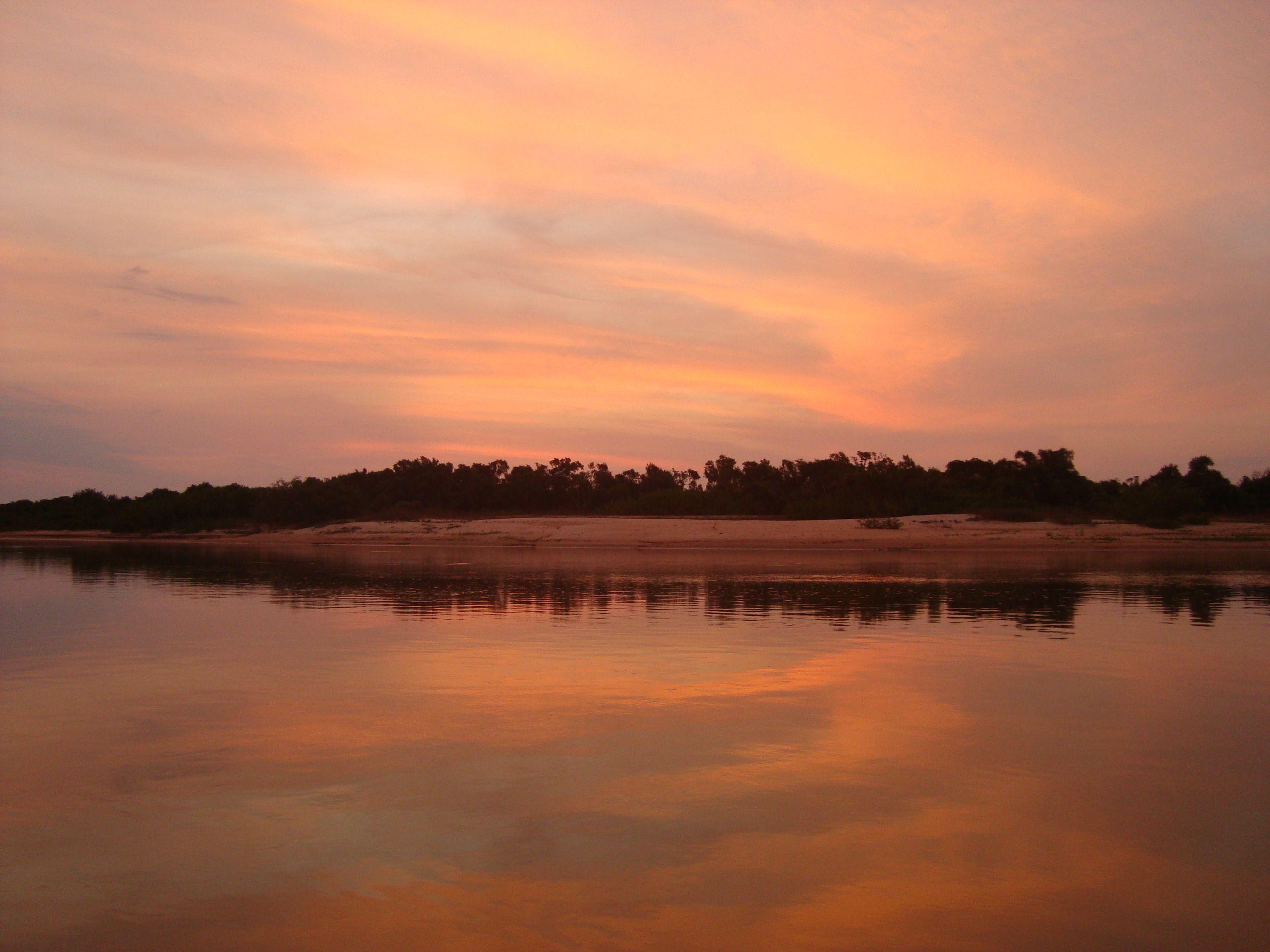 pôr-do-sol belíssimo no pantanal de MT