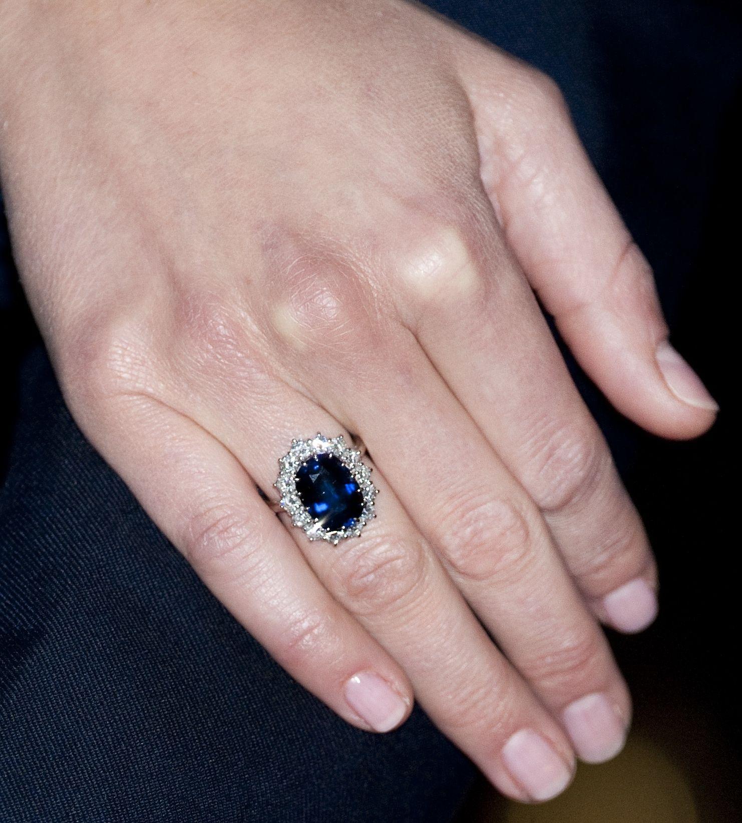 12 Carat Oval Ceylon Sapphire And Diamond Engagement Ring Diamond Engagement Rings Engagement Rings Rings